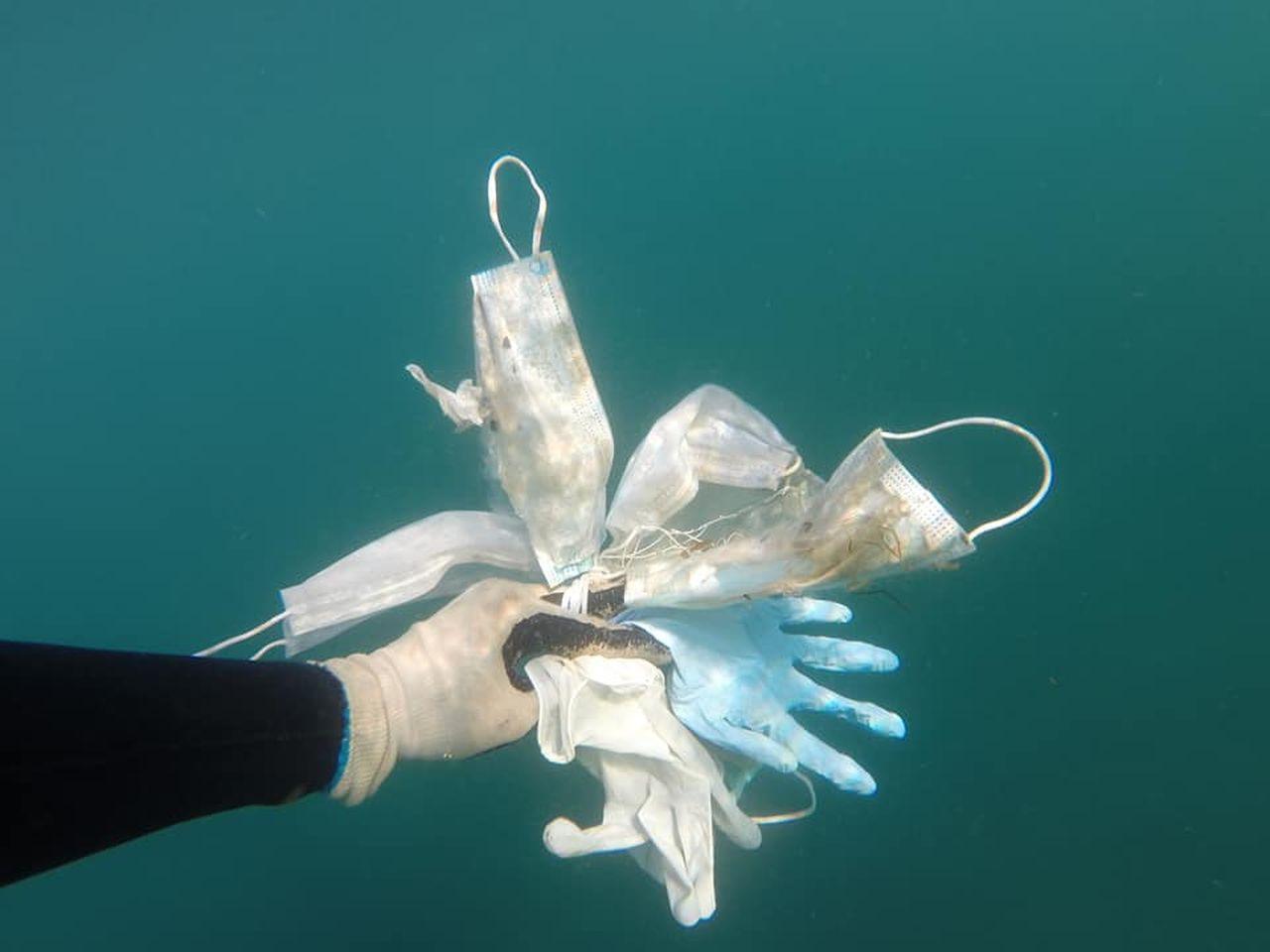 """Pandemia duce la un nou tip de poluare. """"Mai multe măști decât meduze în Mediterană"""""""