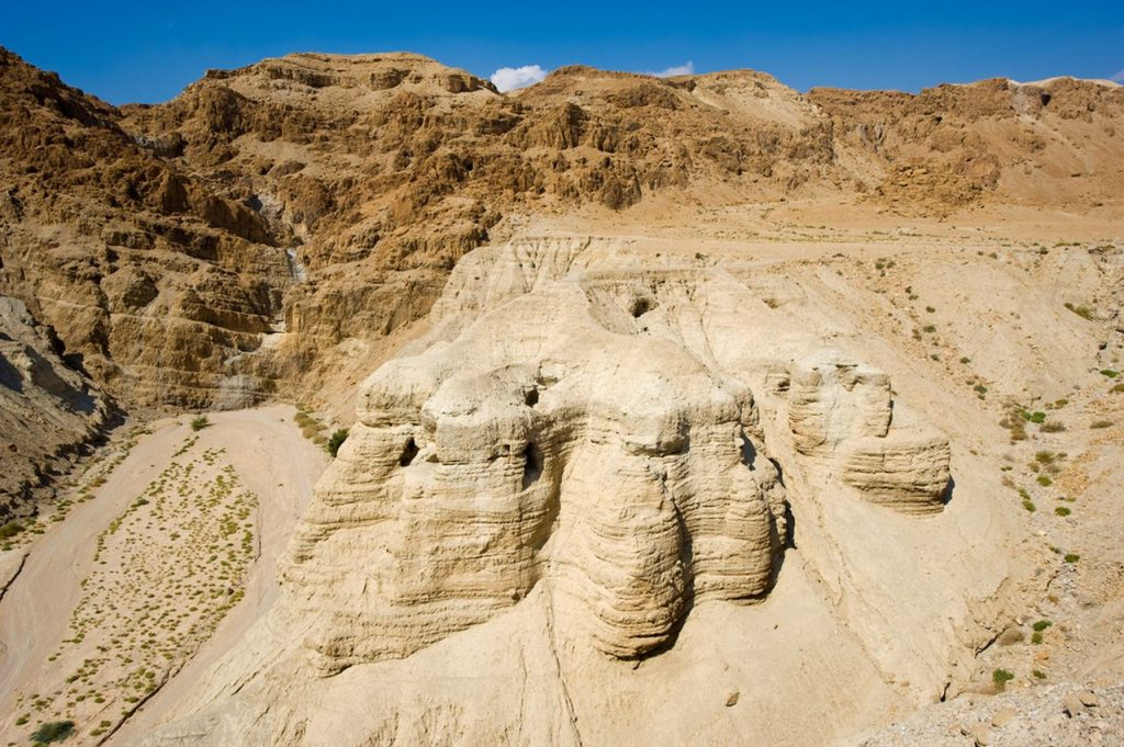 pesterile Qumran