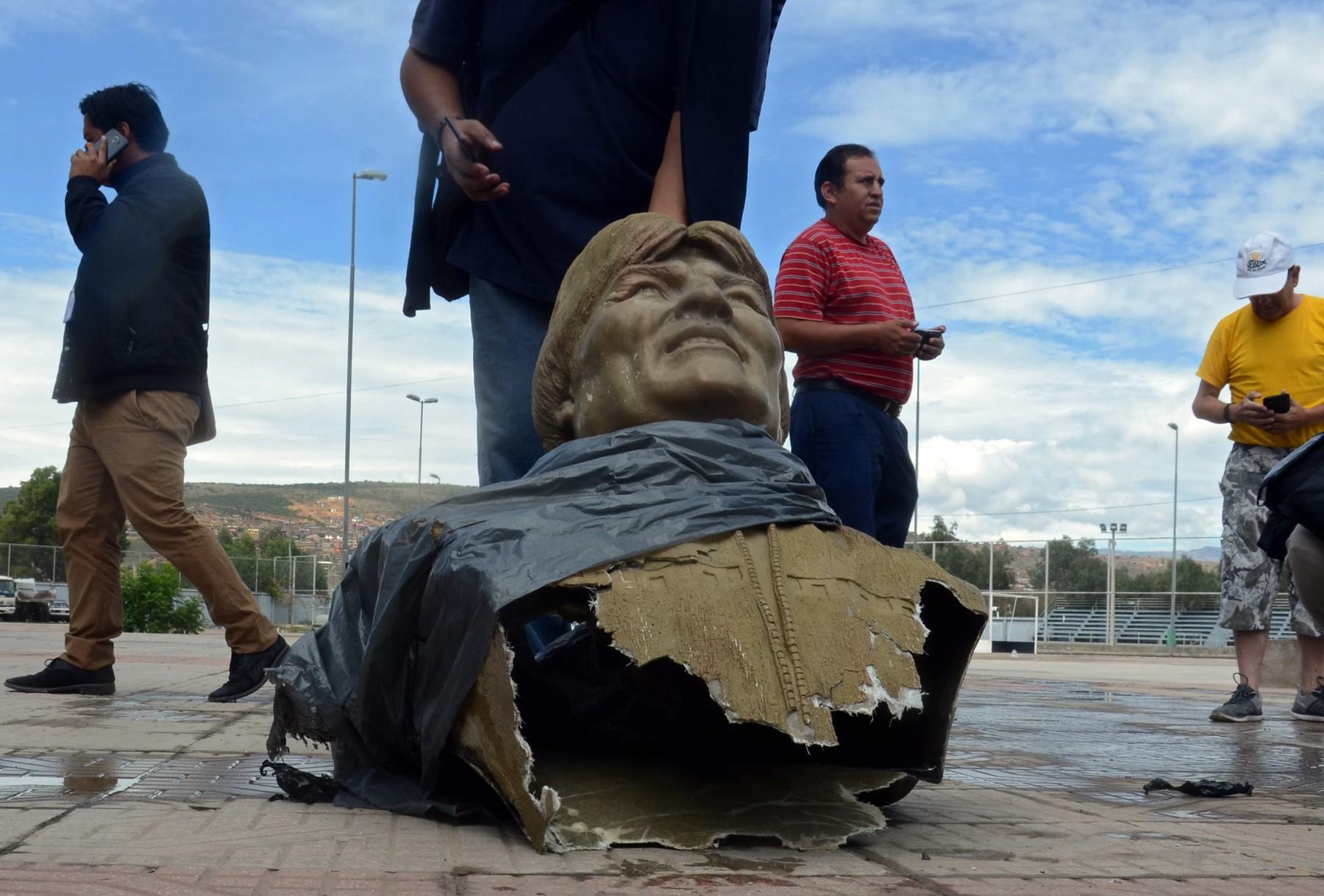 Top 10 momente în istorie când statuile unor figuri celebre au fost dărâmate