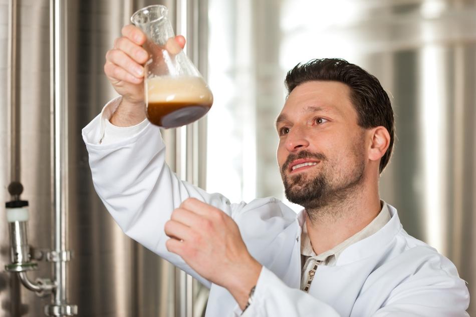 Laboratorul de analize este o componentă indispensabilă a unei fabrici moderne de bere