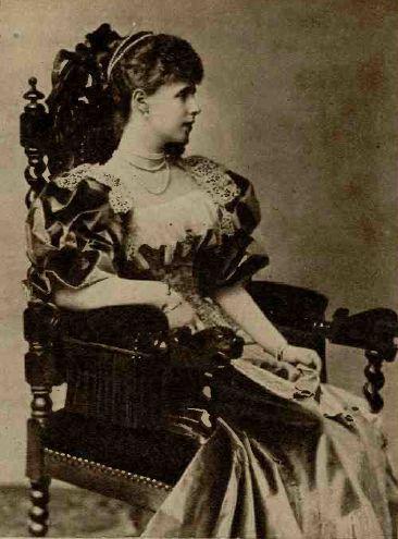Matrimoniale Femei Victoria Simplu despre Codul Reginei Maria)