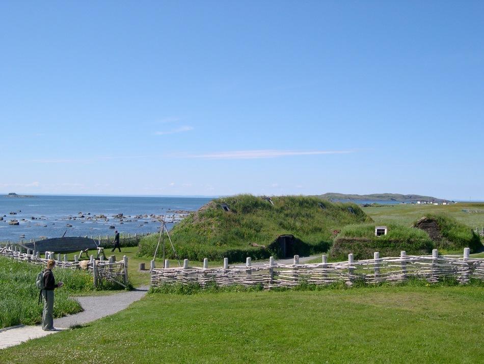 L'Anse aux Meadows, locul în care vikingii au întemeiat cea dintâi colonie europeană în America.