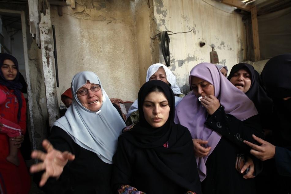 Femei din Palestina îţi plâng rudele