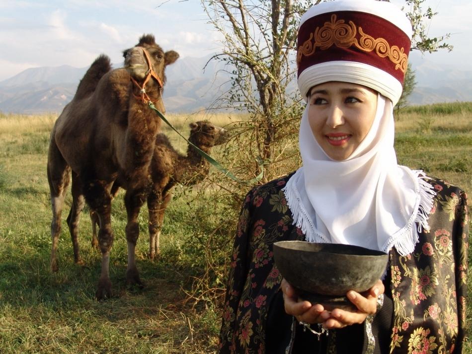 Costum popular femeiesc din Kirghizia