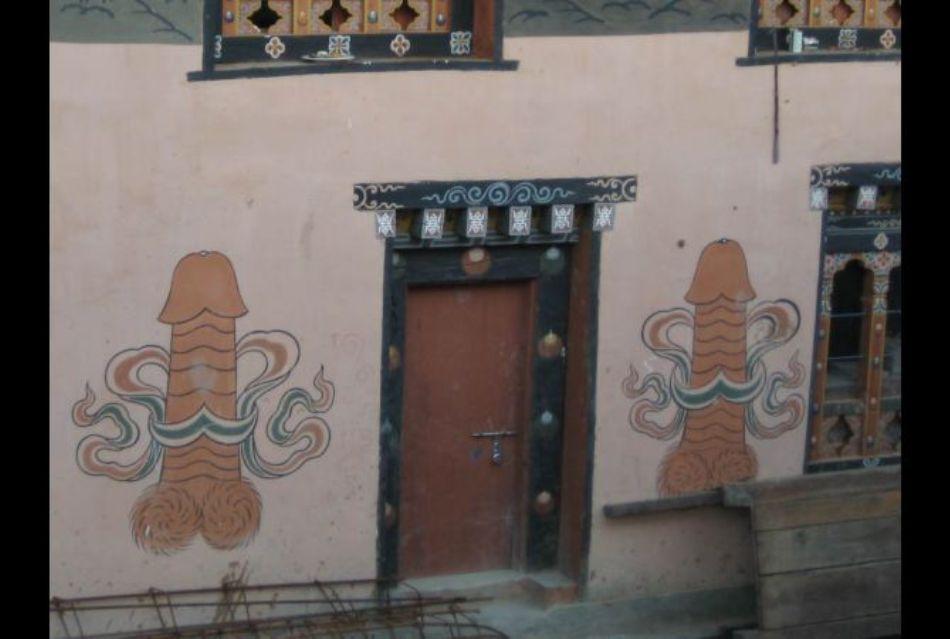 De ce este Bhutan umplut cu picturi falus?