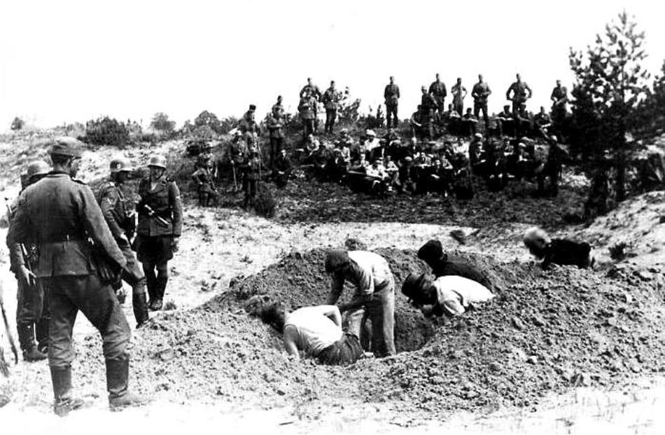 Prizonieri executaţi şi îngropaţi de nazişti