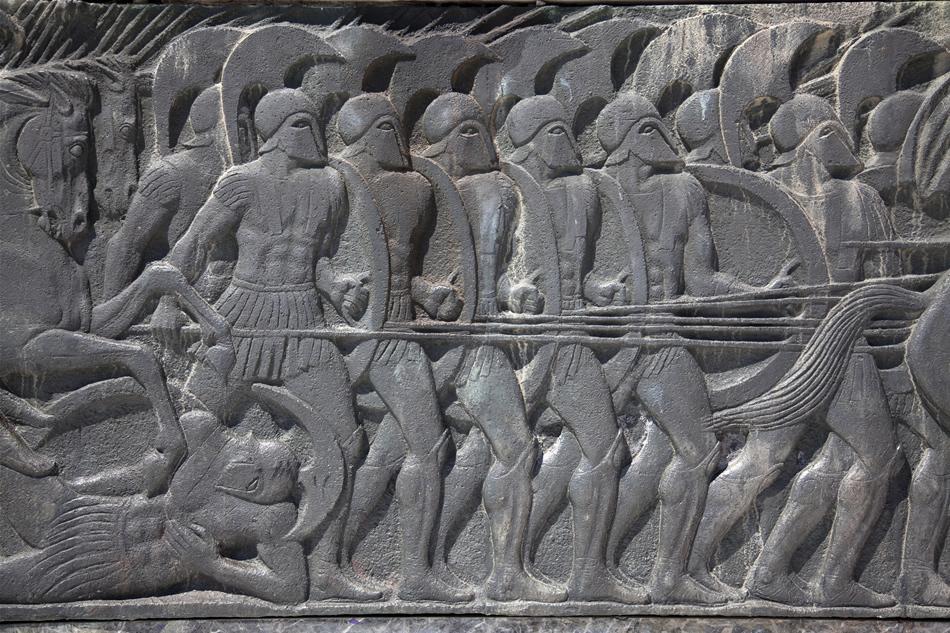 Fercă de epocă cu războinici din falanga macedoneană