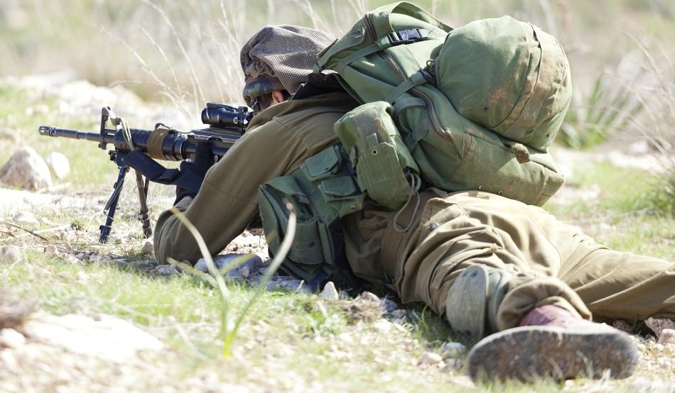 Soldat din trupele speciale israeliene în timpul unei misiuni reale