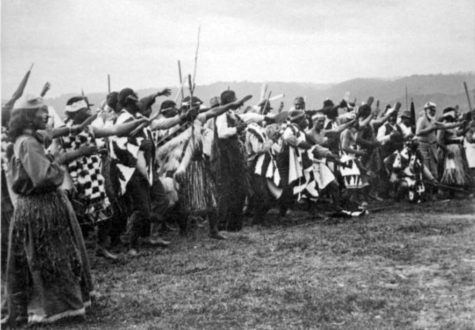 Imagine de epocă cu un haka de război