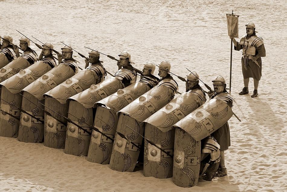 Soldaţi romani într-o reconstituire de război