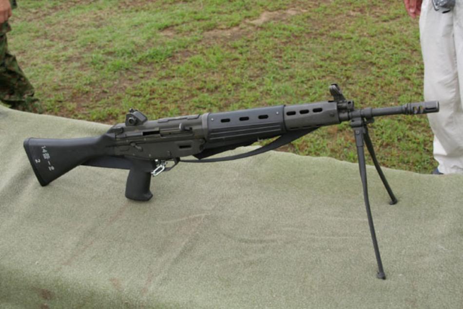 Puşca de aslat japoneză de tip Howa 89, una dintre anrmele favorite ale Forţelor Antiteroriste Japoneze