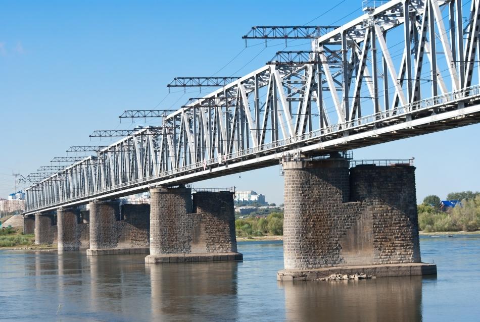 Pod feroviar peste fluviul Obi