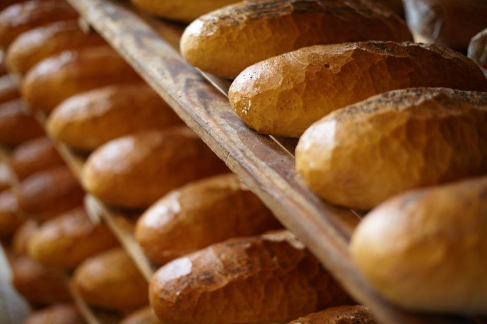 Pâine albă, de calitate inferioară