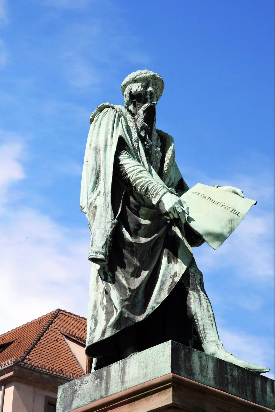 Statuia lui JohannGuternberg din Strasbourg