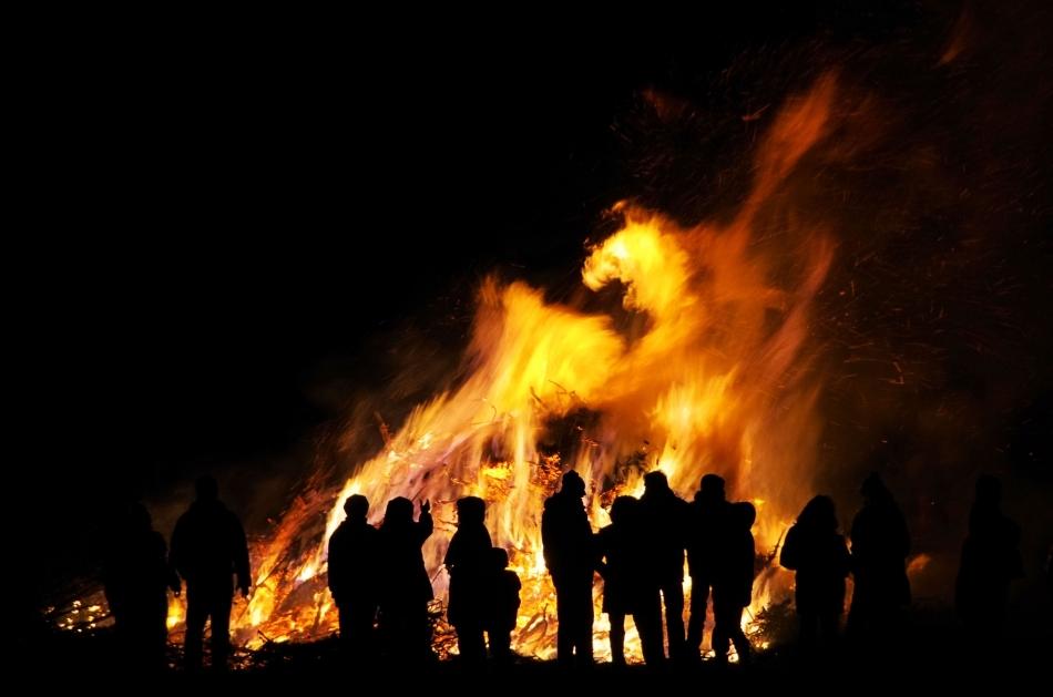 Foc pe timp de noapte