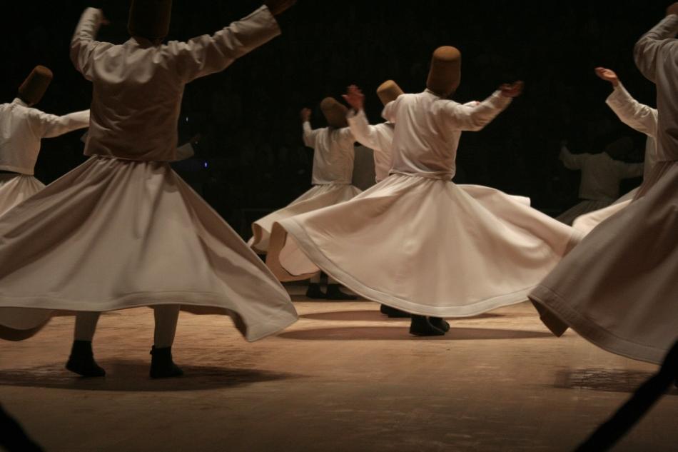 Dansul dervişilor rotitori din Turcia