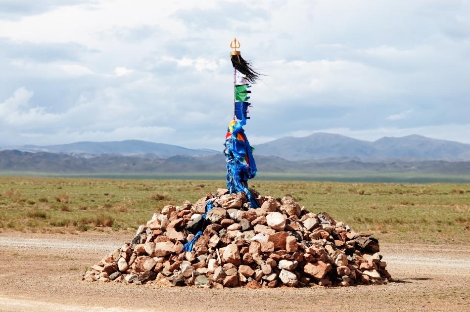 Un chorten, altar de tip budist , foarte frecvent în Mongolia şi Tibet