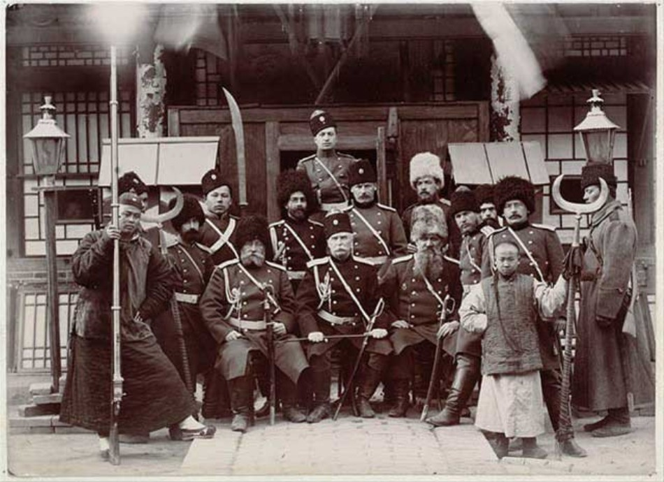 Soldaţi ruşi în timpul răscoalei alături de aliaţi chinezi