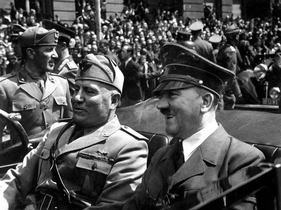 Benito Mussoloni şi Adolf Hitler