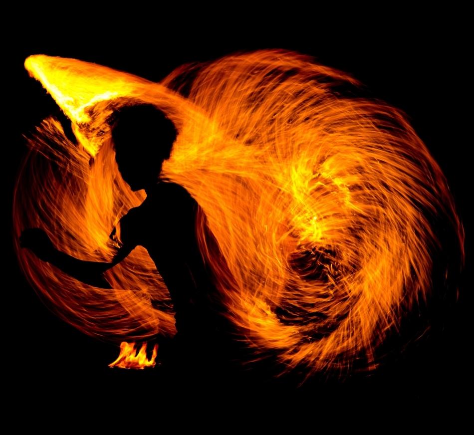 Un spirit rău în mijlocul focului