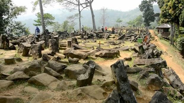 Situl arheologic este alcătuit din 4 straturi. Primul datează din jurul anului 600 î.e.n., al doilea din anul 4.900 î.e.n, iar ultimele două sunt mult mai vechi.