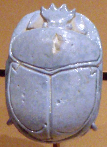 Amuletele sub formă de scarabeu erau folosite pentru protecţie divină