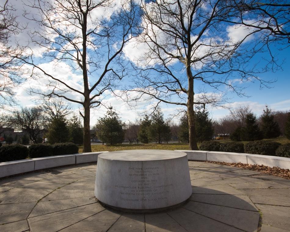 """Cripta Civilizaţiei a captivat imaginaţia americanilor şi a inspirat realizarea altor capsule ale timpului. Una dintre cele mai cunoscute este """"capsula Westinghouse"""", creată în 1939, cu prilejul Expoziţiei Universale de la New York, şi care ar urma să fie deschisă după 5000 de ani de la data sigilării."""