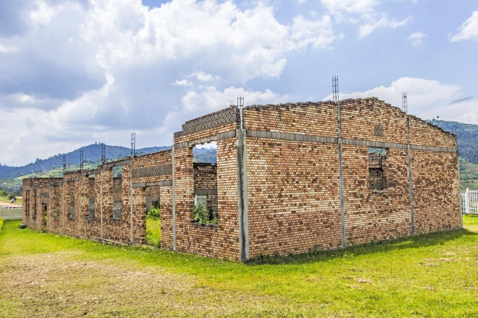 Ruinele unei şcoli unde au fost executaţi sute de etnici tutsi
