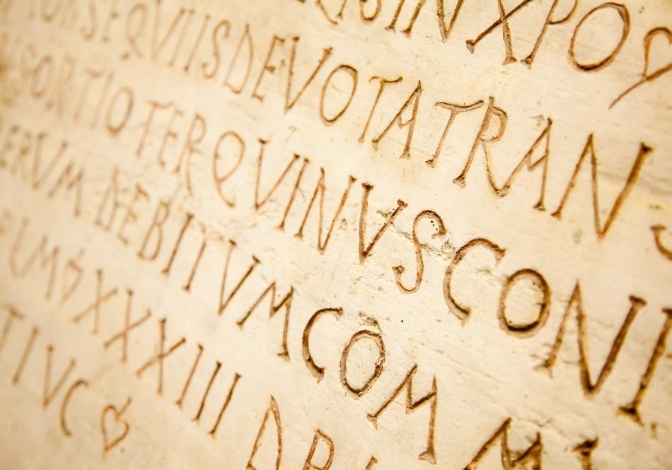Gravură în limba latină