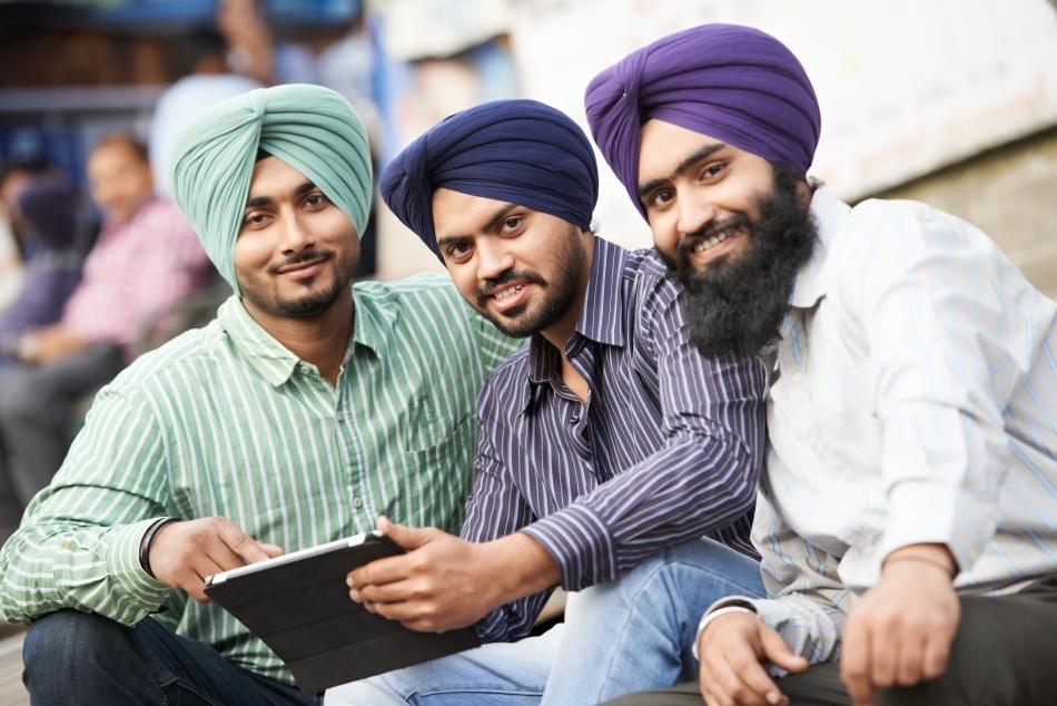 Tinerii sikşi sunt informaticieni şi progamatori pasionaţi. Chiar dacă poartă cu toţii turbane, sunt printre cei mai apreciaţi experţi în informatică din întreaga lume.