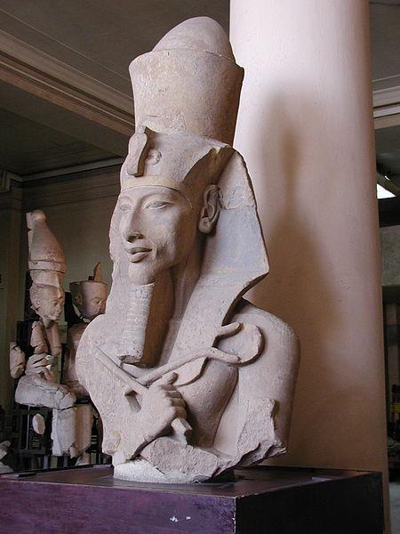 Statuie a faraonului Akhnaton