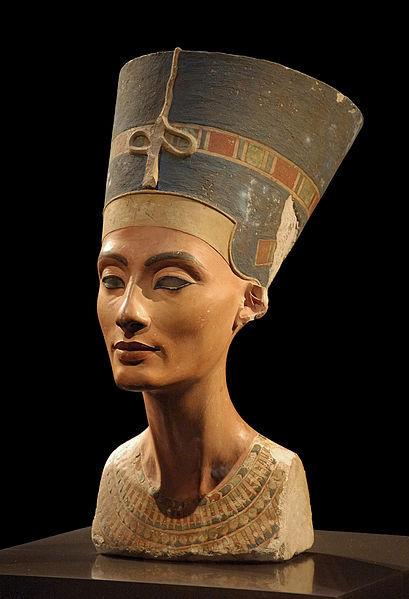 Celebrul bust al reginei Nefertiti, realizat de sculptorul Thutmose