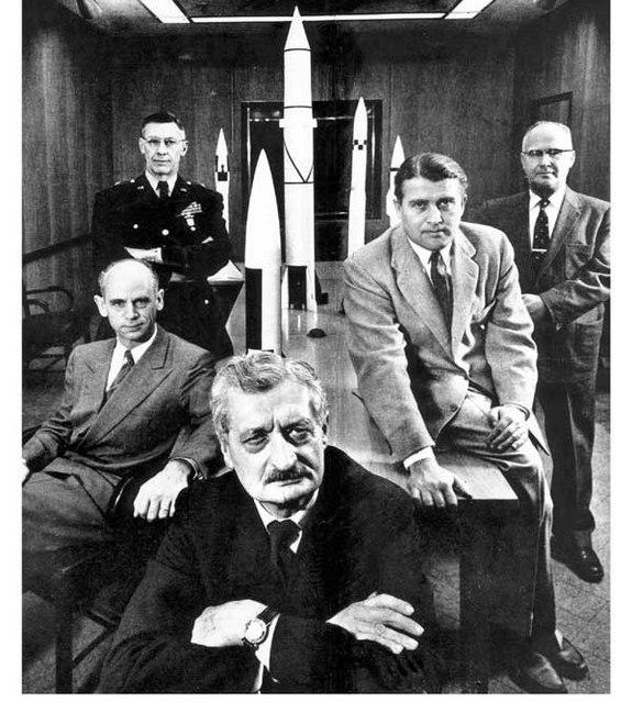 Werner von Braun alături de mentorul său, Hermann Oberth