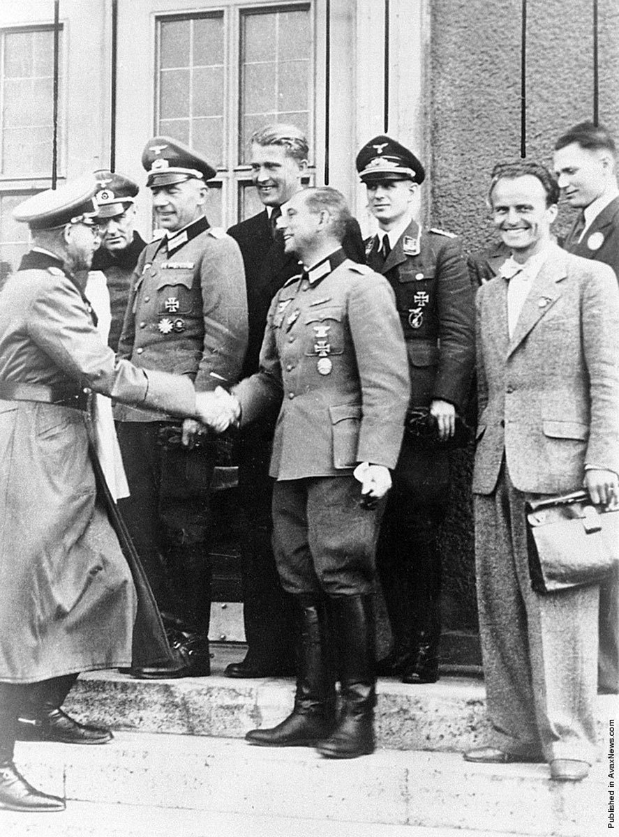 Werner von Braun alături de ofiţeri nazişti