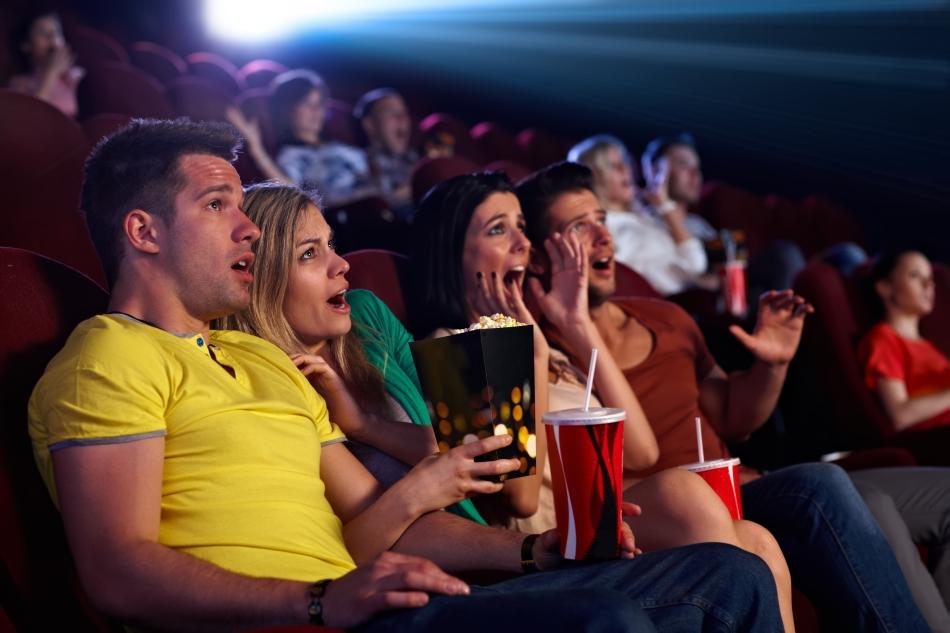 """Vicary susţinea că, în timpul unui film, el ar fi expus spectatorii la mesaje preţ de doar 1/3.000 dintr-o secundă, îndemnându-i să cumpere popcorn şi Coca-Cola. Consultantul a anunţat că în ciuda faptului că spectatorii nu erau conştienţi de aceste îndemne, vânzările de popcorn şi Coca-Cola au explodat în timpul celor şase săptămâni în care a fost desfăşurat """"experimentul""""."""