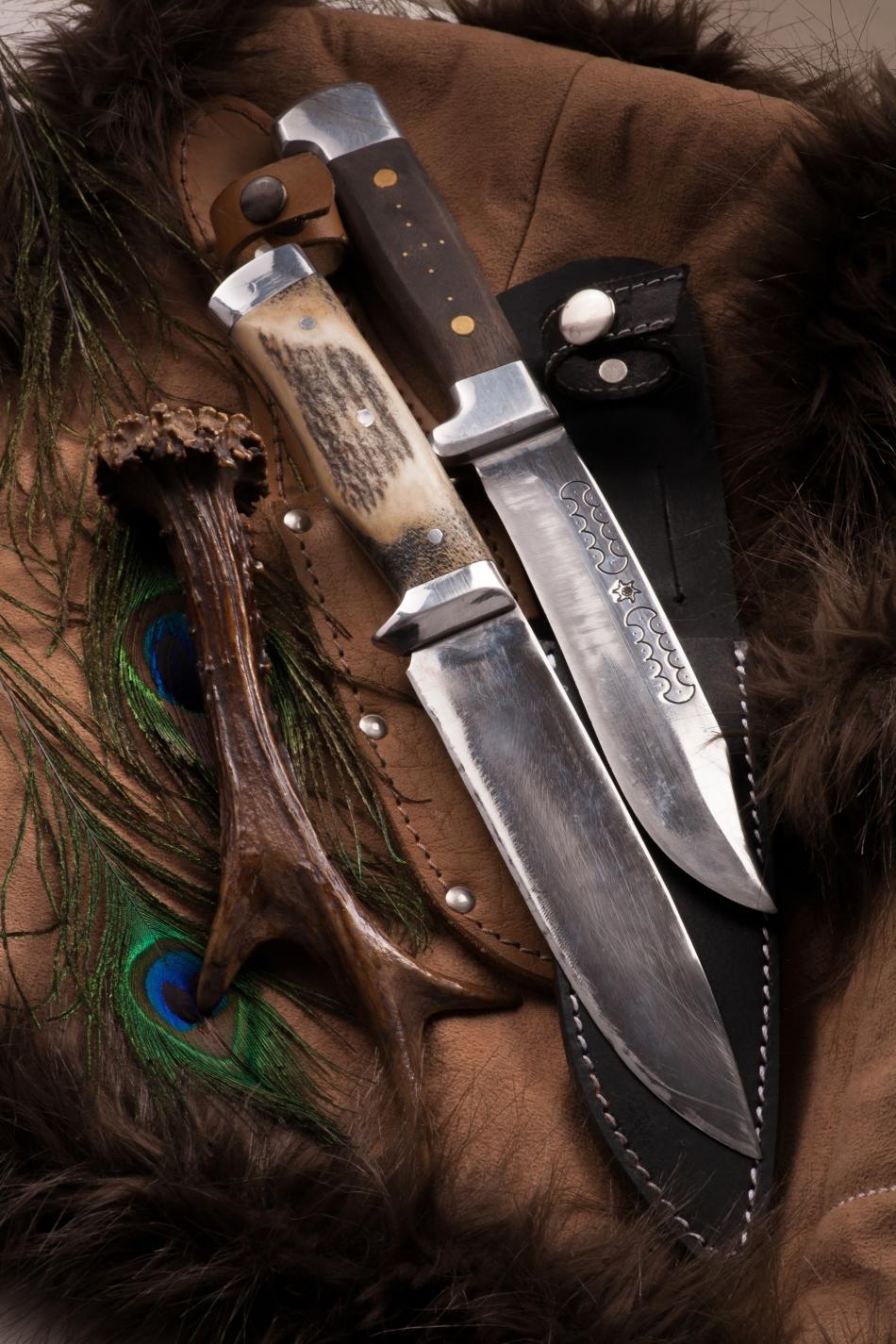 Cuţitnul este cea mai importantă unealtă a unui vânător sau supravieţuitor în pădurile Americiii de Nord şi nu numai acolo.