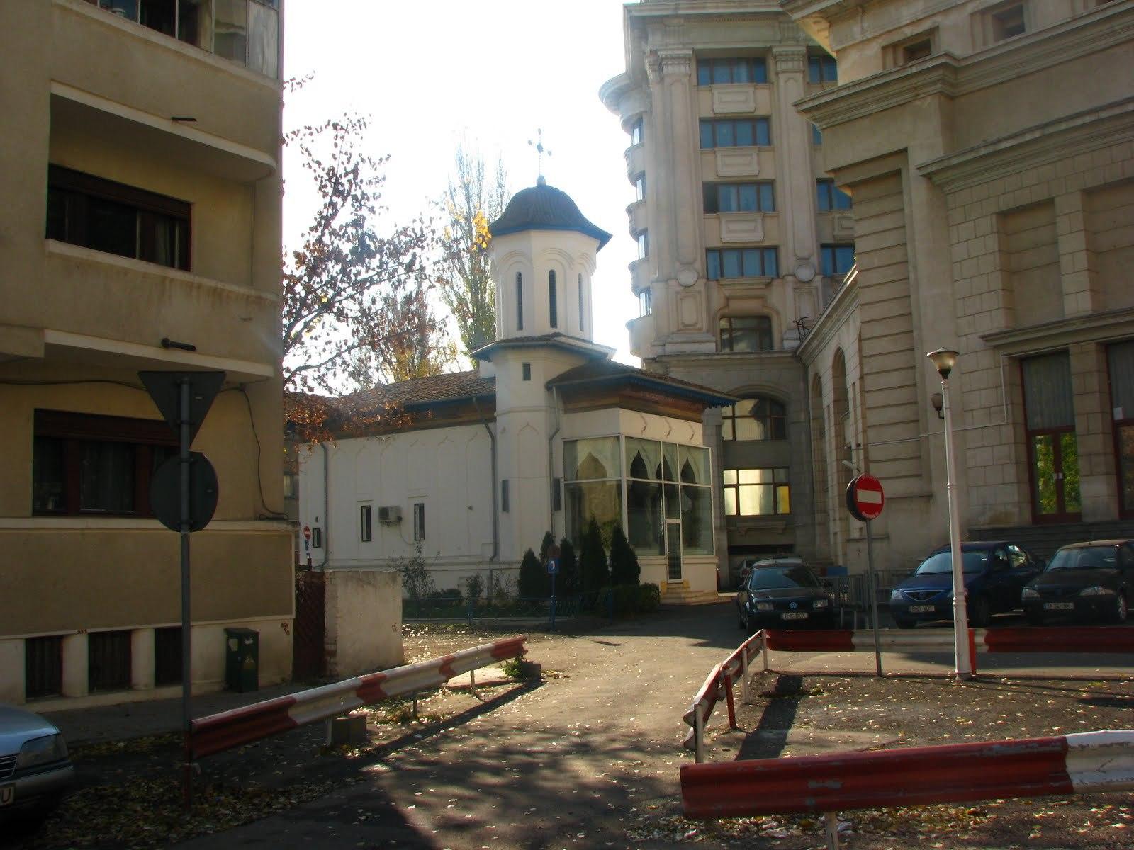 Noul amplasament al bisericii Schitul Maicilor, ascunsă printre blocuri