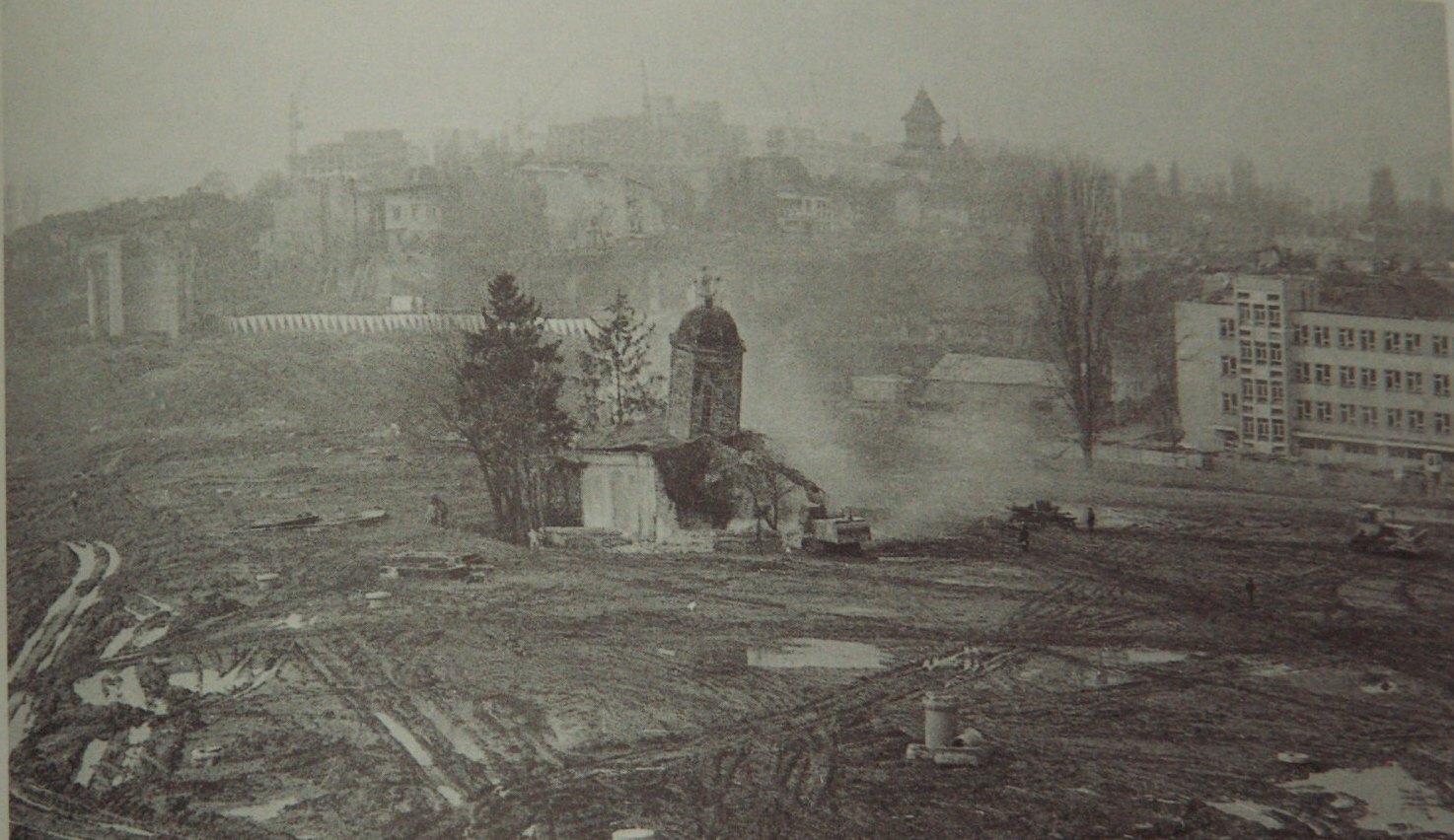Demolarea bisericii Alba Postăvari