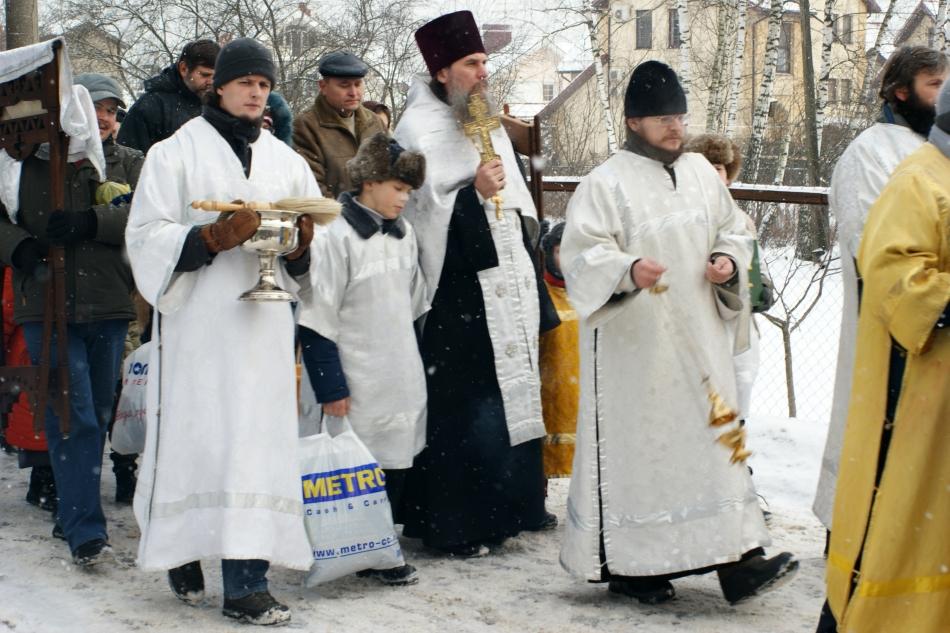 Procesiune ortodoxă de Crăciun undeva în Rusia.