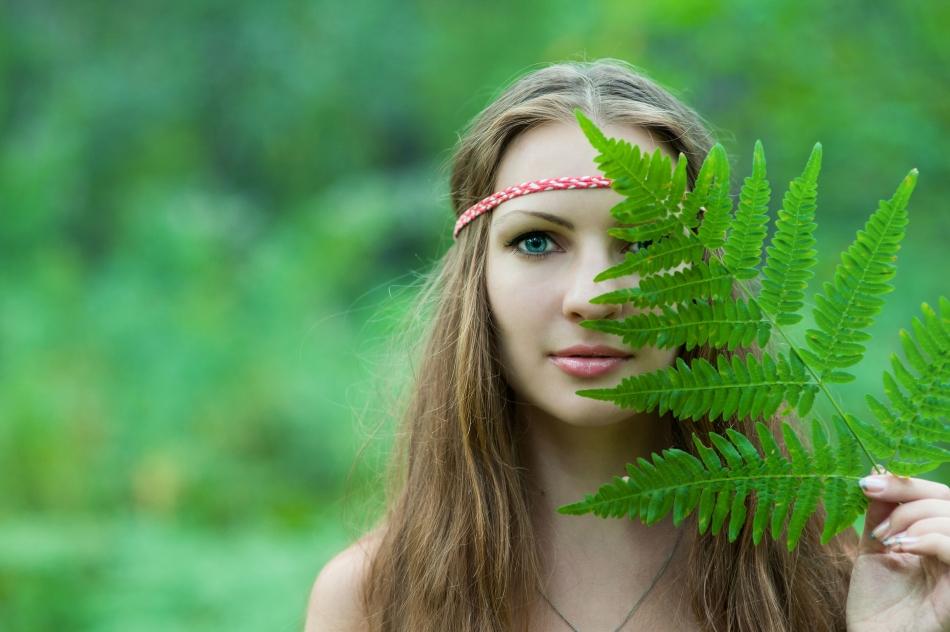 Tânără îmbrăcată tradiţional la sărbătoarea precreştină a primăverii, Kostroma.