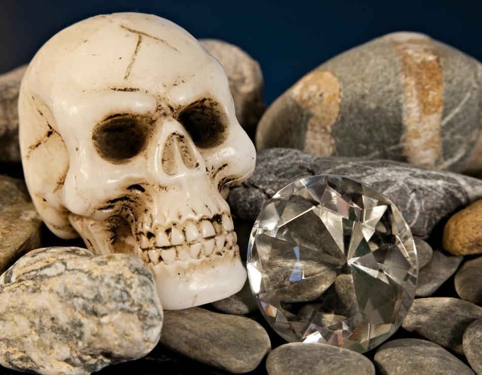 Moartea pare să însoţească mereu comerţul cu diamante.