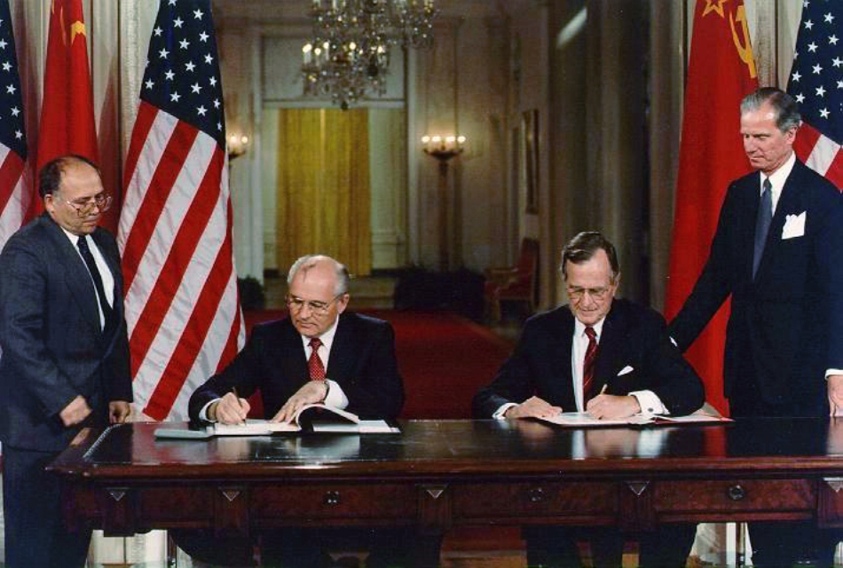 Preşedinţii George H. W. Bush şi Mihail Gorbaciov