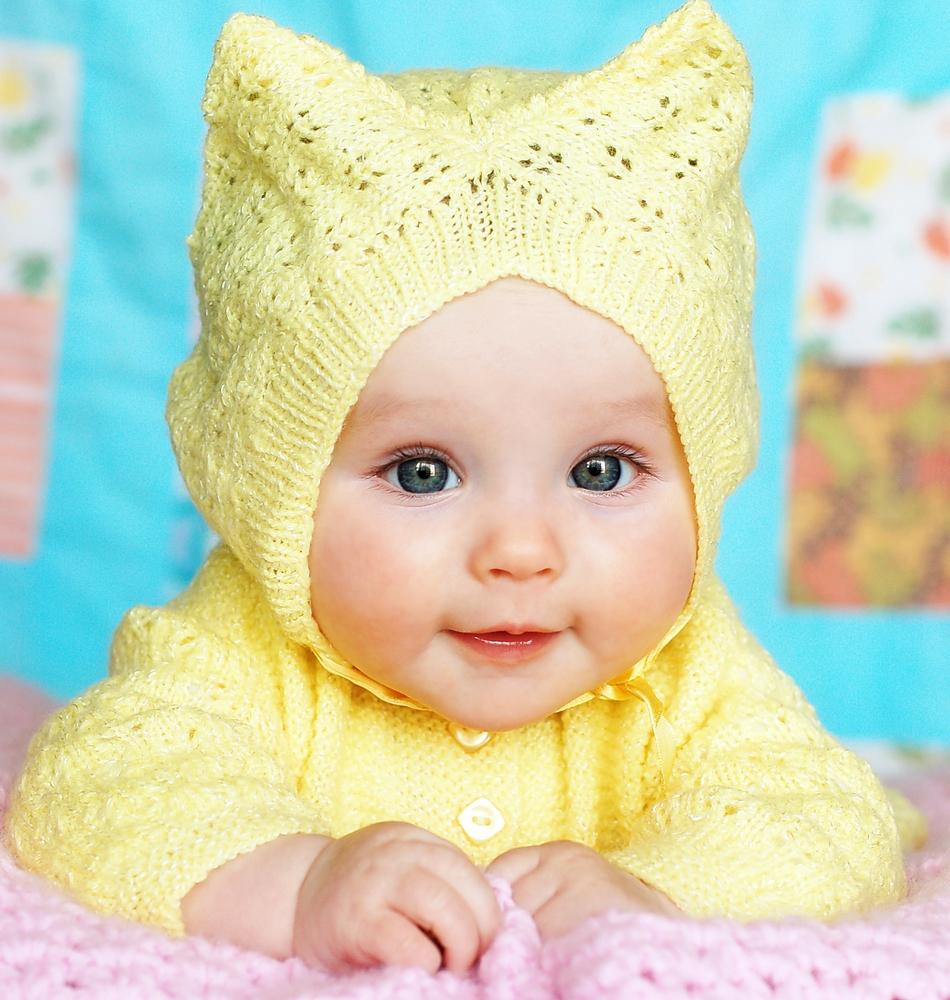 """Unii părinţi ţin morţiş la norma """"roz pentru fetiţe, bleu pentru băieţi""""; alţii aleg, pentru a-şi îmbrăca bebeluşii sau al le decora camera, alte culori pastelate."""