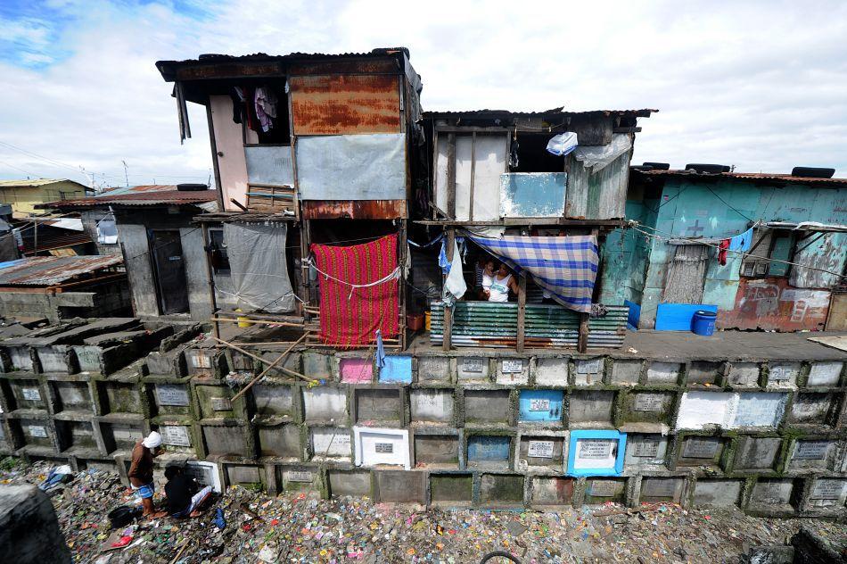 Case situate în Cimitirului Municipal din Manila (Filipine), 30 Octombrie 2011