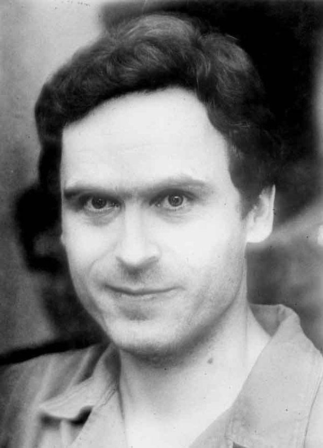 Ted Bundy, aflat în custodia poliţiei din Florida, în 1978