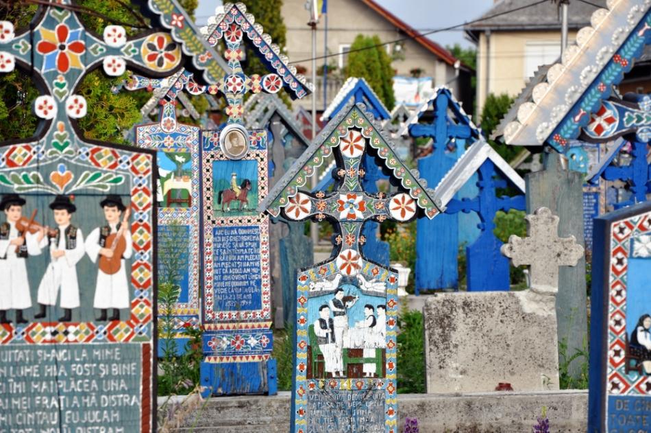 Cimitirul vesel din Săpânţa este un loc unic în lume, şi unul dintre  cele mai apreciate obiective turistice din România.