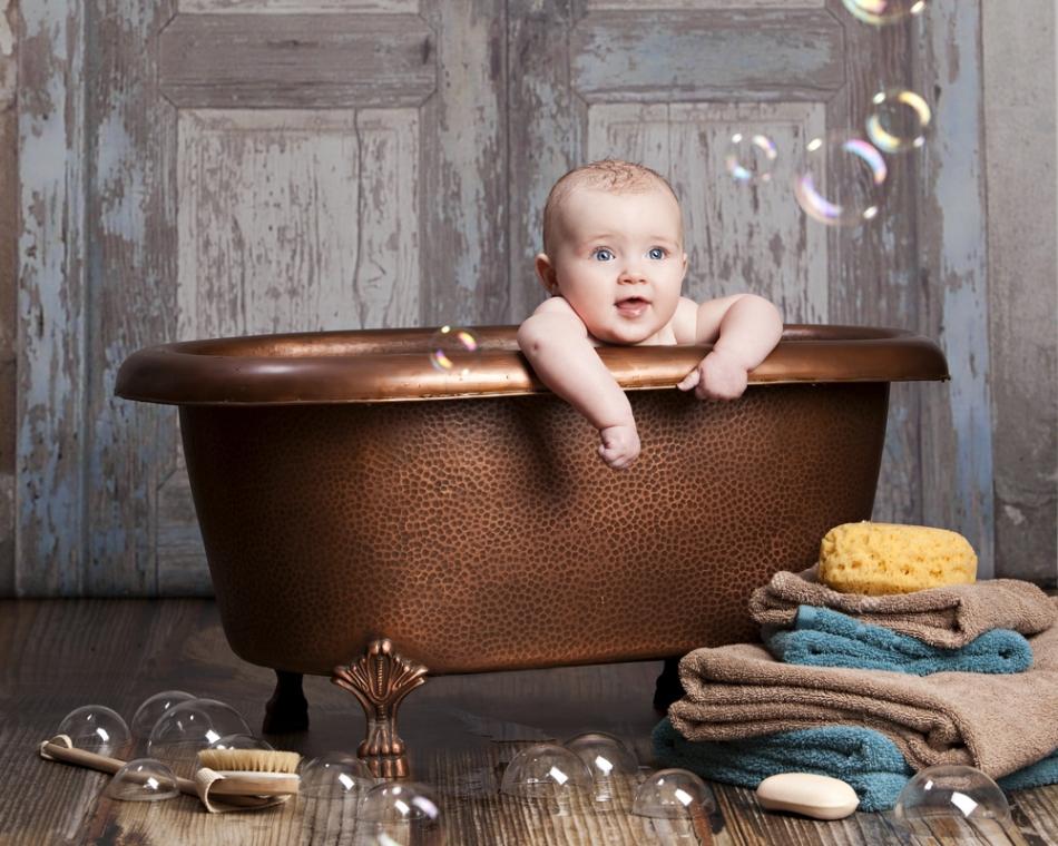Spălatul copiilor este de factură foarte recentă. În Evul Mediu, copiii erau spălaţi foarte rar, şi de obicei erau băgaţi în apa în care se spălaserp deja părinţii şi fraţii mai mari.