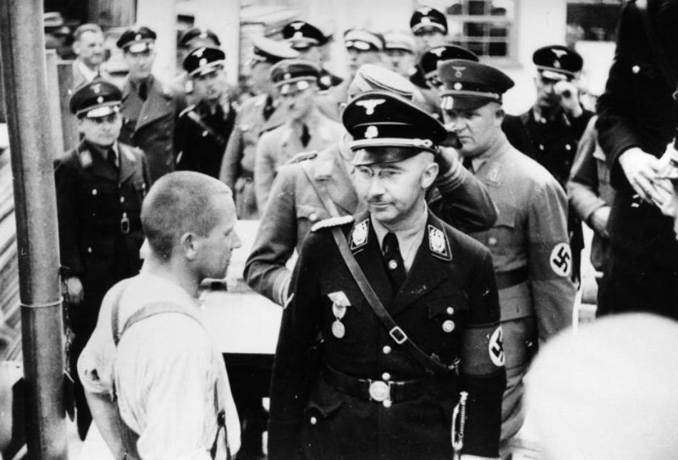 Himmler vizitând lagărul din Dachau în anul 1936.
