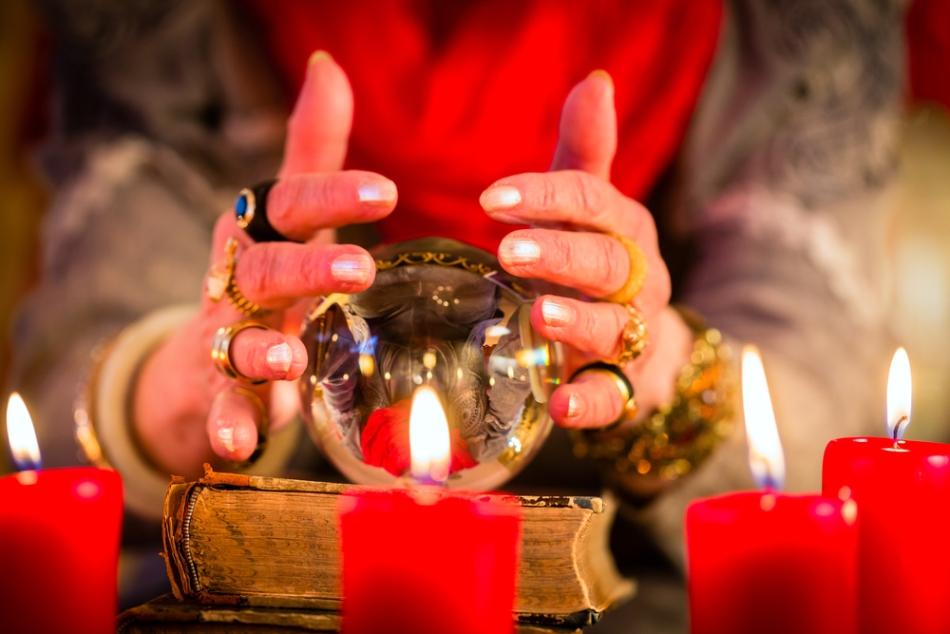 Suprestiţiile sunt incluse de unii antropologi în cadrul magiei populare.