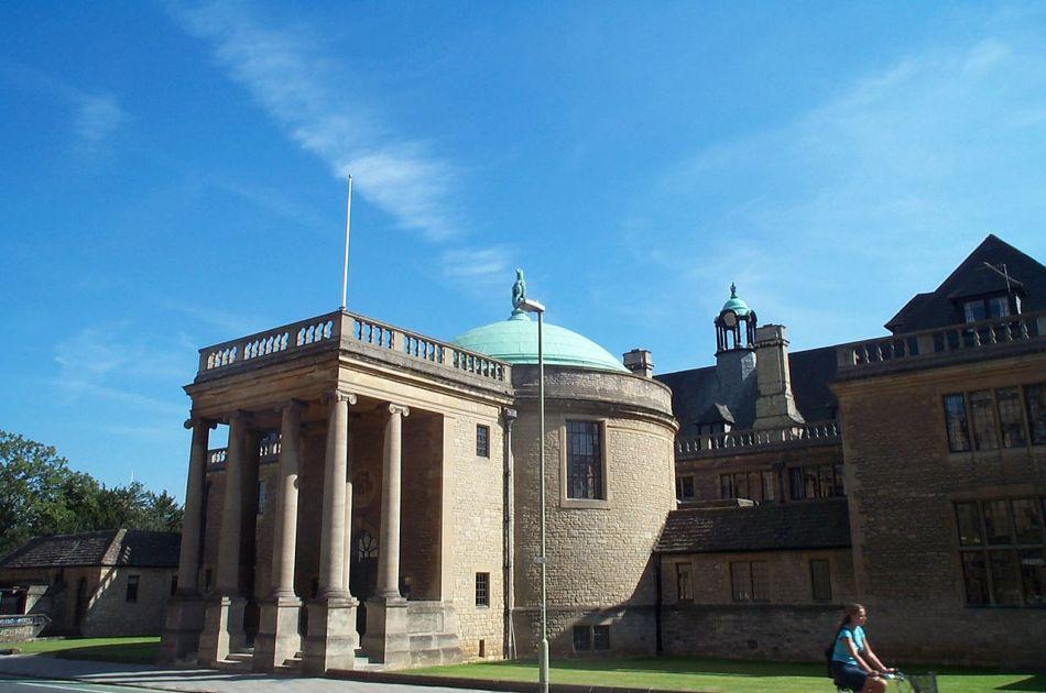 Sediul Rhodes Trust din Marea Britanie